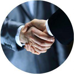 Handschlag-Bewerbungsgespraech-Tipps